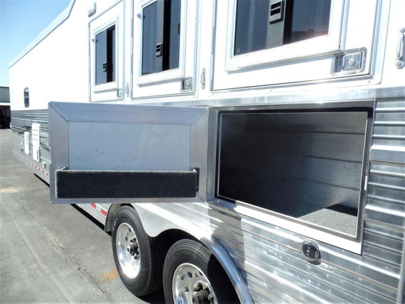 2010 Bloomer 4H Reverse Load w/ 15 Short Wall Horse Trailer