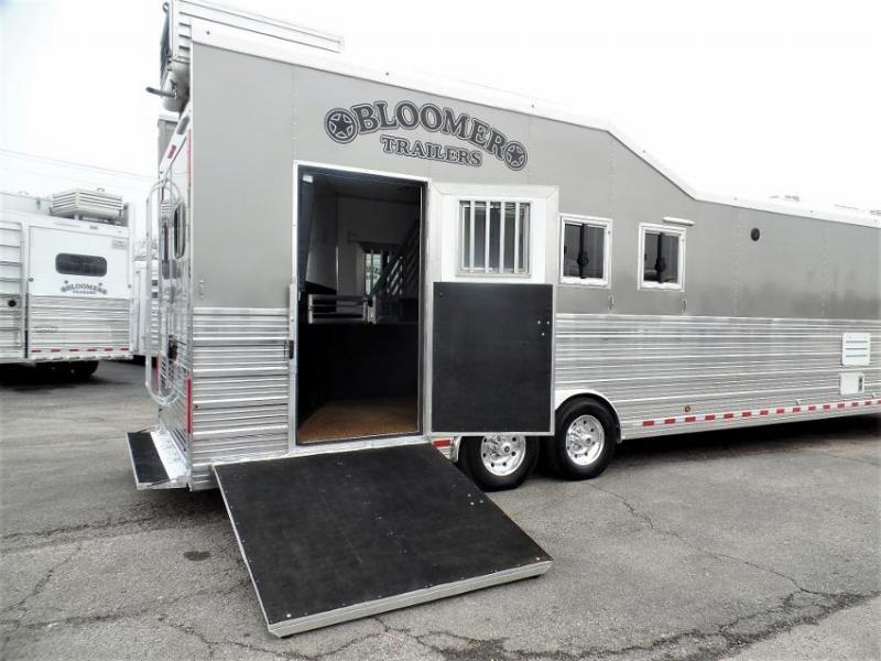 2014 Bloomer 4Horse Trailer w/ 18' Short Wall & 7' Hyd. Slide Horse Trailer