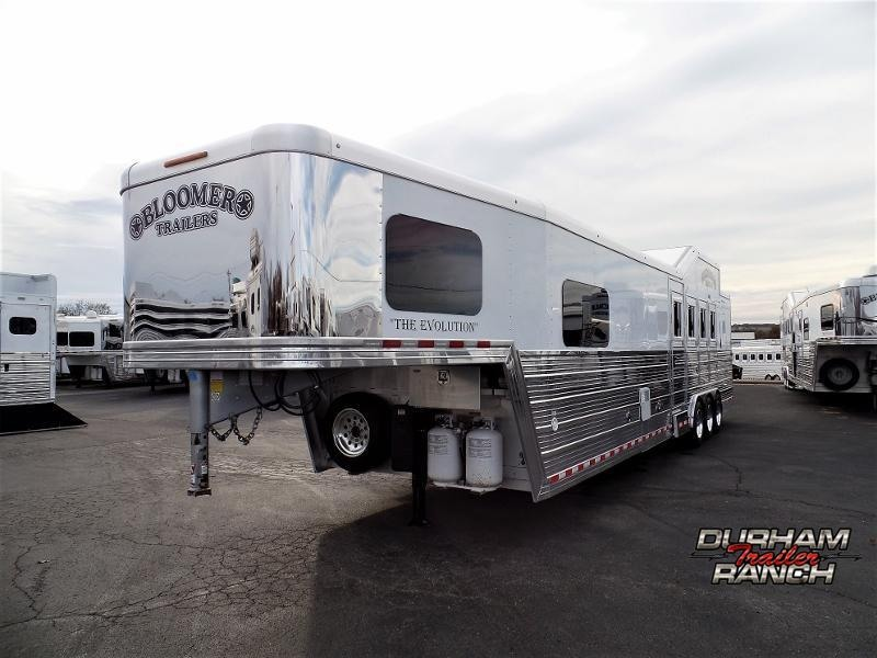 2017 Bloomer 4Horse Trailer w/ 13.9ft Short Wall Horse Trailer