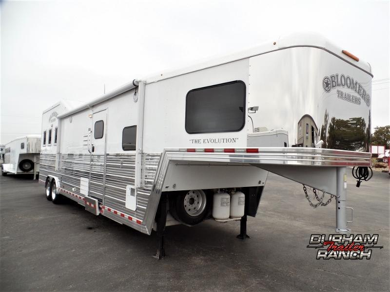 2013 Bloomer 3Horse Trailer w/ 15ft SW and 9ft Hydr. Slide Horse Trailer