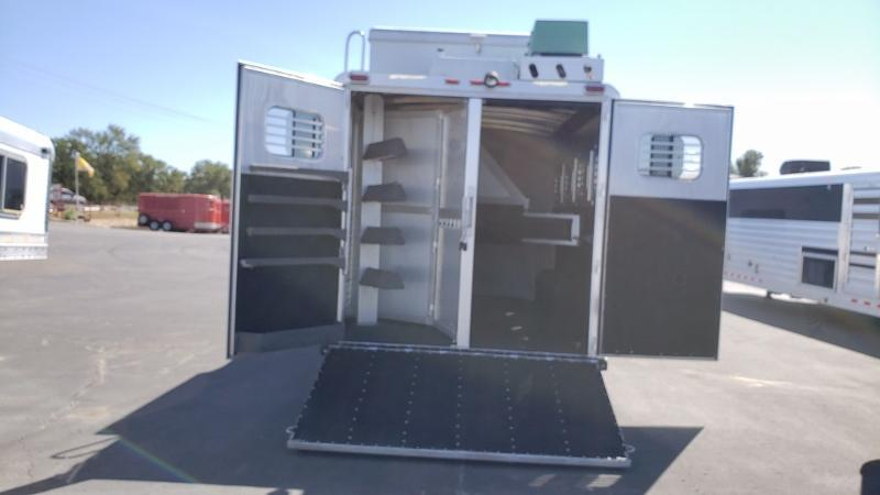 2008 C and C Trailers 4H with 14ft Short Wall Horse Trailer Horse Trailer