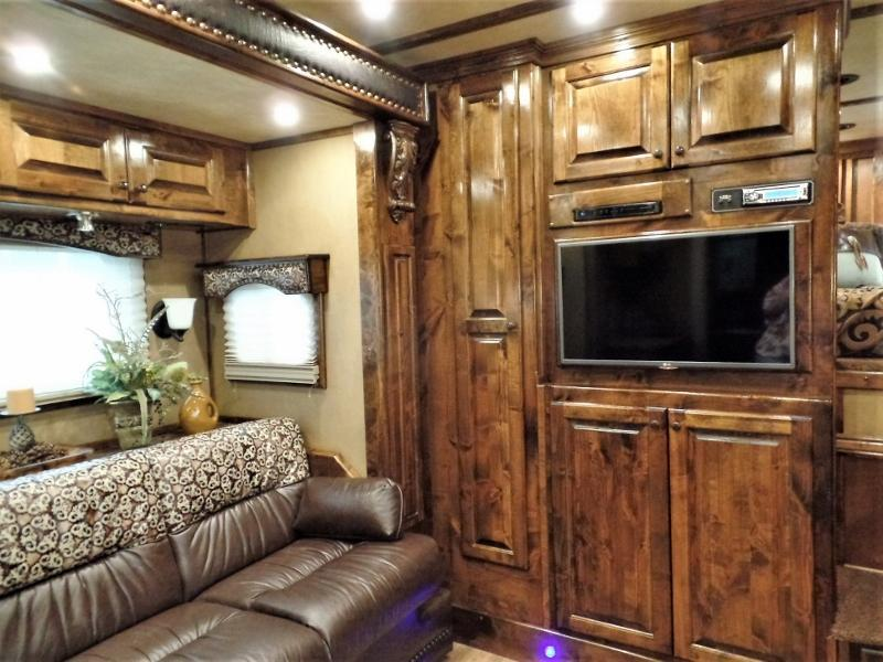 2016 Bloomer 4Horse Trailer w/ 17ft SW and 6ft Hyd. Slide Horse Trailer
