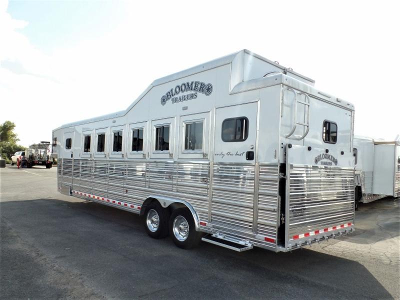 2018 Bloomer 6H Trainers Horse Trailer Horse Trailer