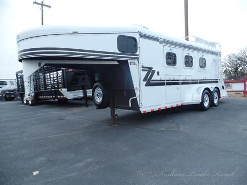2014 Bruton 3 Horse 3 ft Short Wall Dressing Room Horse Trailer