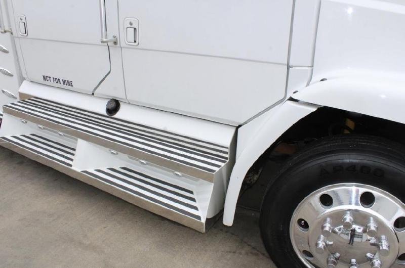 2002 Freightliner FL60 Truck