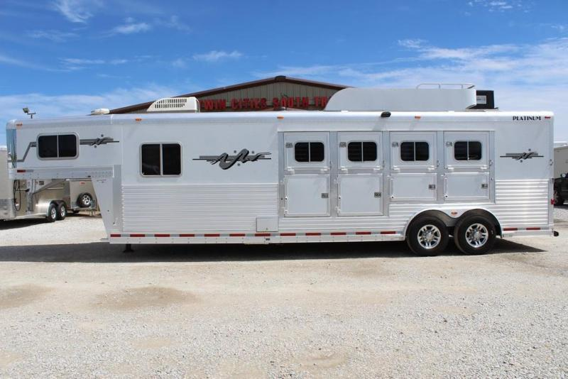2005 Platinum Coach 12' Living Quarter 4 Horse