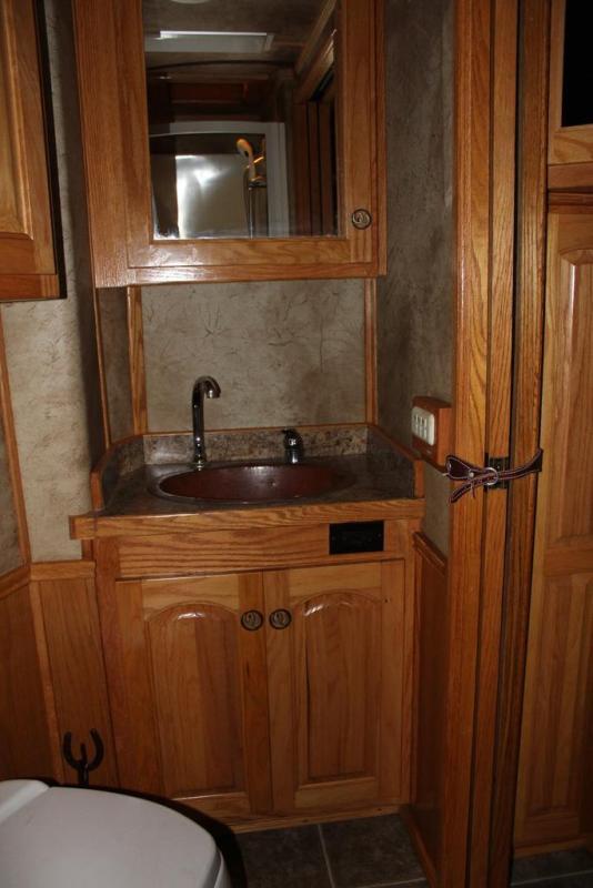 2005 Platinum Coach 12' Living Quarter 4 Horse