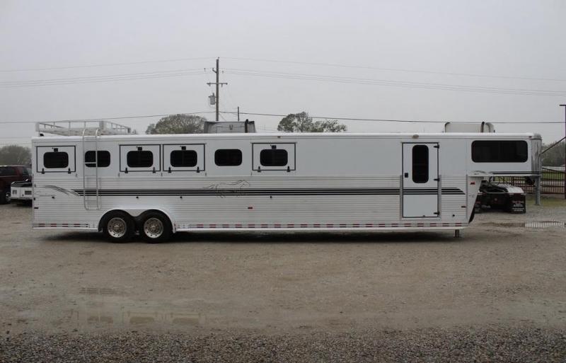 2002 Sundowner Trailers MidTack Horse Trailer