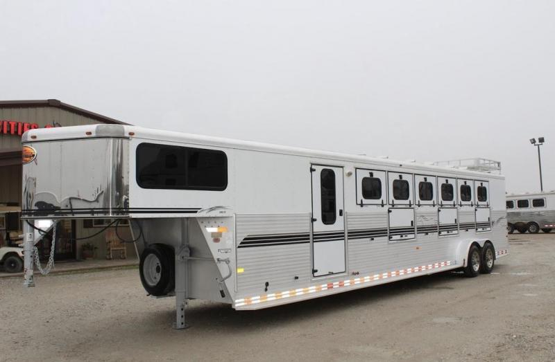 2002 Sundowner Trailers MidTack Horse Trailer