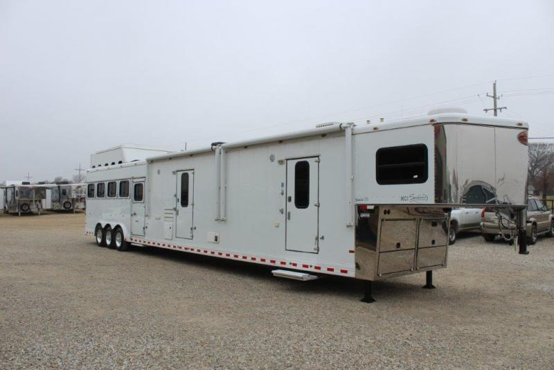 2008 Sundowner 5 horse with 21' LQ with slide out and bunkbed room