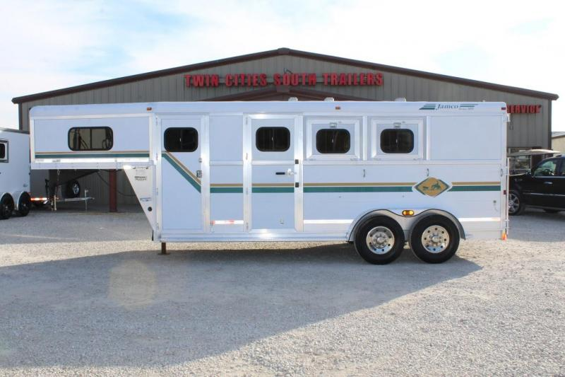 2005 Jamco Trailers dressing room Horse Trailer