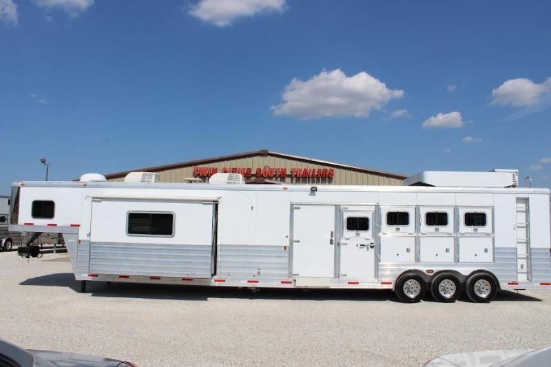 2009 Exiss Trailers CGNH-840 Horse Trailer