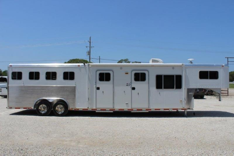 2001 Sooner 4 horse with 12' LQ with MidTack