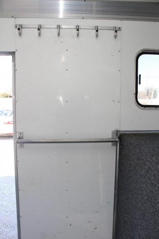 2003 Sundowner Trailers dressing room Horse Trailer
