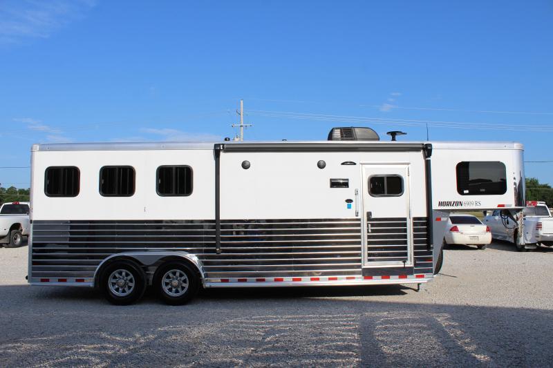 2020 Sundowner 3 horse with 9' Living Quarter
