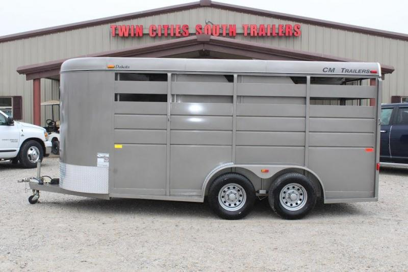 2016 CM dakota Horse Trailer