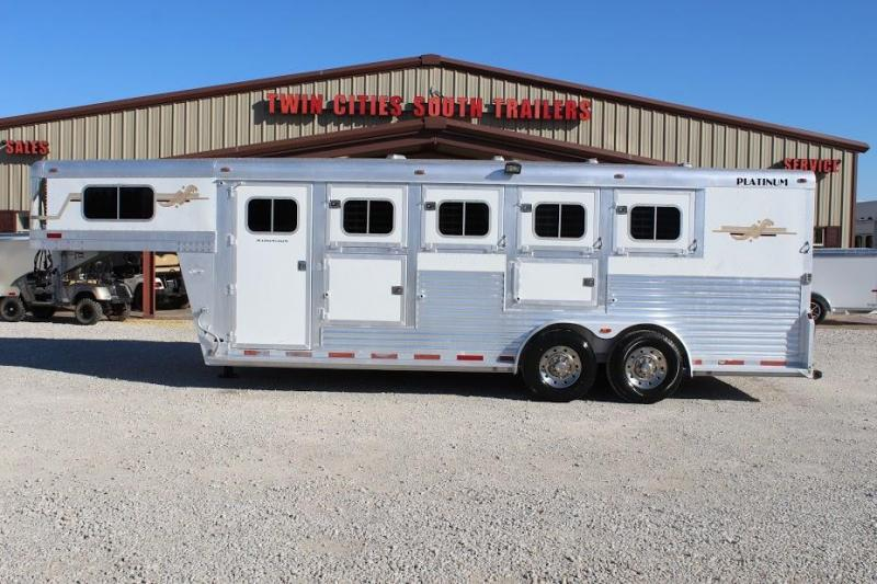 2005 Platinum Coach dressing room Horse Trailer