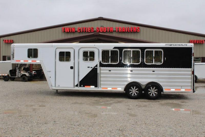 2011 Featherlite 8541 Horse Trailer