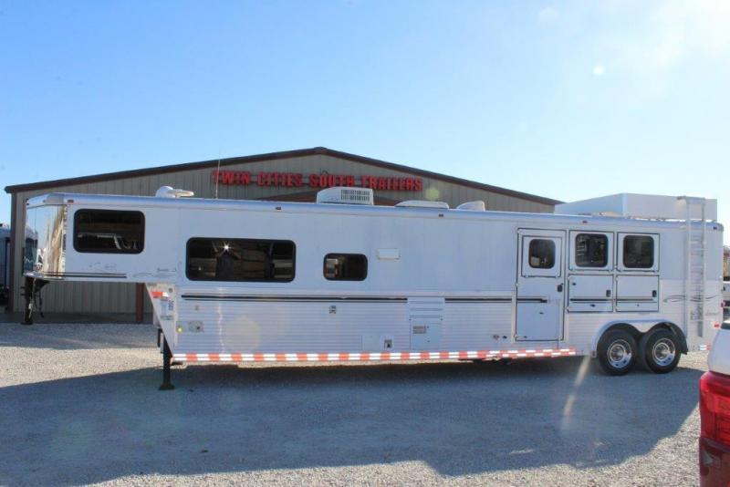 2006 Sundowner 3 horse with 16' Living Quarter