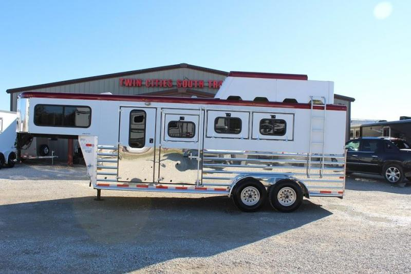 2004 Sundowner Trailers dressing room Horse Trailer