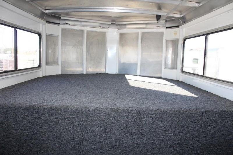 2004 Sundowner Trailers dressing room Horse Trailer