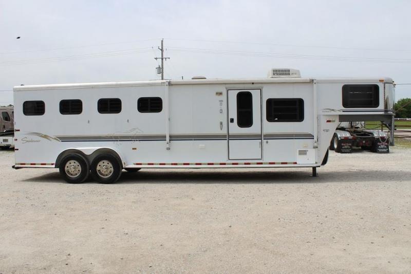 """2000 Sundowner 4 horse with 8'6"""" Living Quarter"""