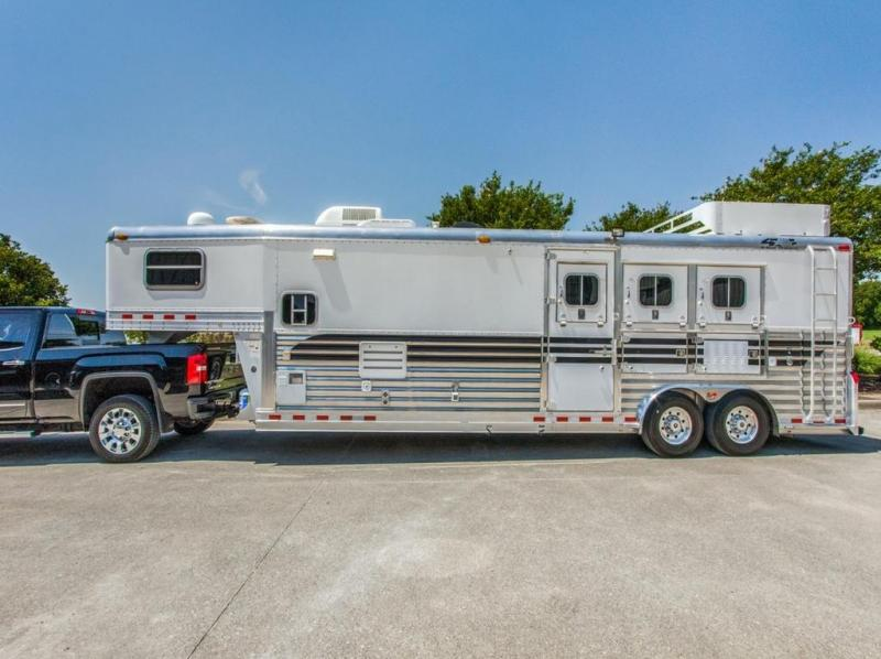 2005 4-Star 3  horse with 12' Outlaw Living Quarter