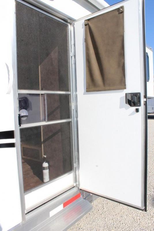 2020 Shadow Trailers Living Quarter Horse Trailer