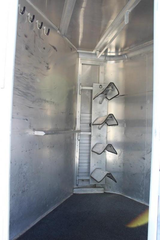1991 Sundowner Trailers with dressing room Horse Trailer