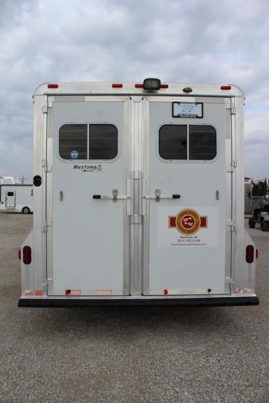 2007 Elite Trailers dressing room Horse Trailer