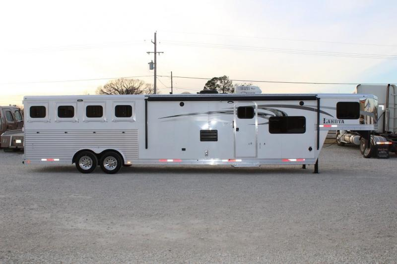 2015 Lakota Charger Horse Trailer