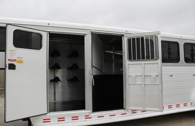 2016 Sundowner 6 horse with dressing room