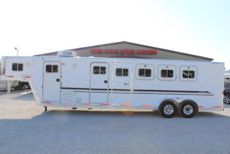 2001 Exiss Trailers SS/406 MT Horse Trailer