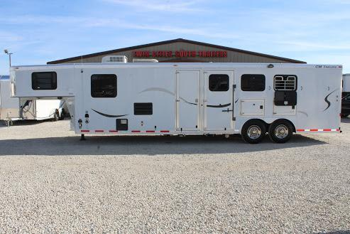 2002 CM 3 horse slant gooseneck with 13'/16' Living Quarter