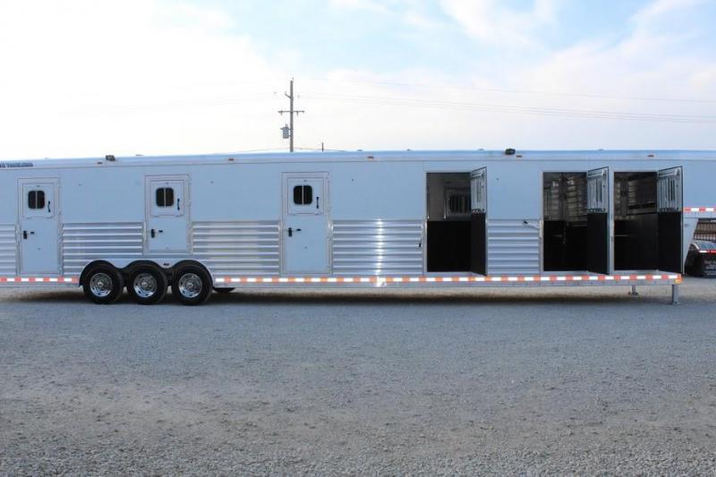 2010 Elite horse trailer