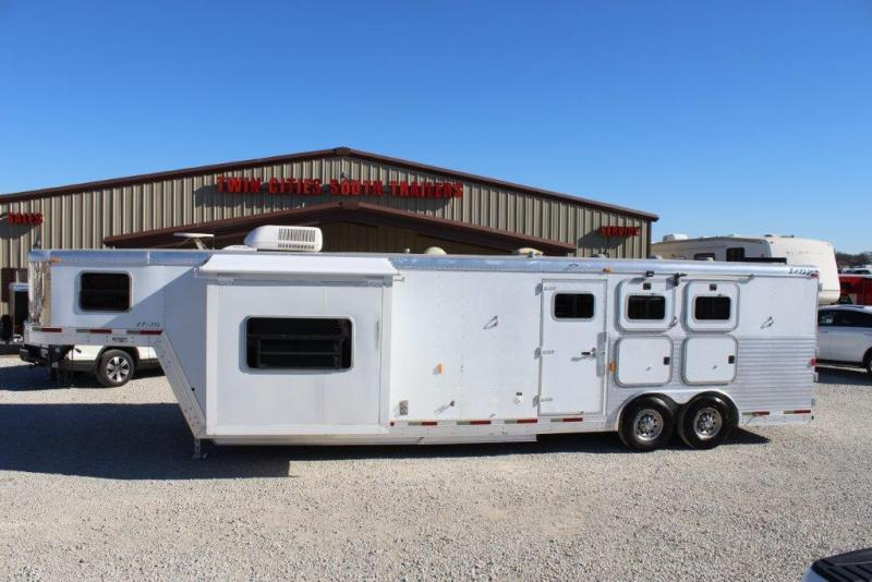 2003 Exiss Trailers 14 living Quarter w/Slideout