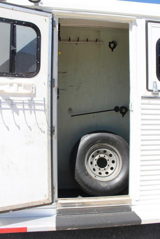 1997 Side Kick dressing room/ side tacks Horse Trailer