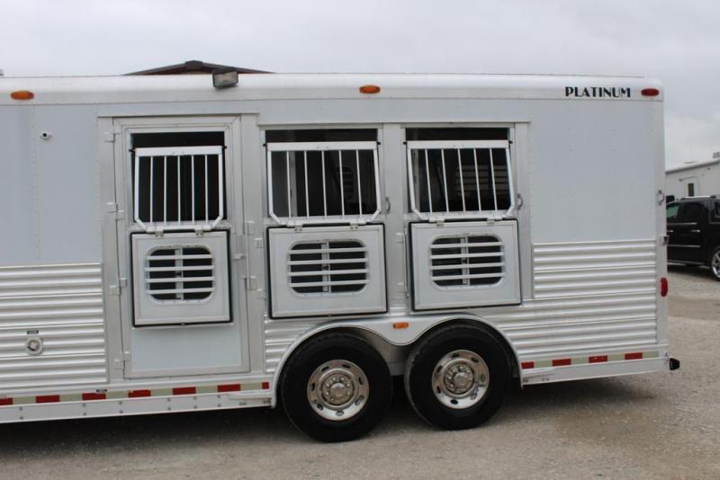 2003 Platinum 3 horse with 12' Outlaw Living Quarter