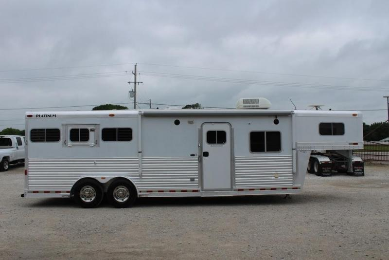 2003 Platinum 3 horse with 12' Outlaw Living Quarter