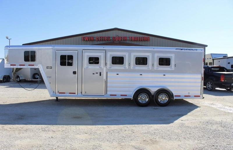 2017 Featherlite dressing room Horse Trailer