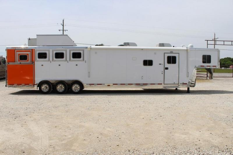 2018 Featherlite 8582 Horse Trailer