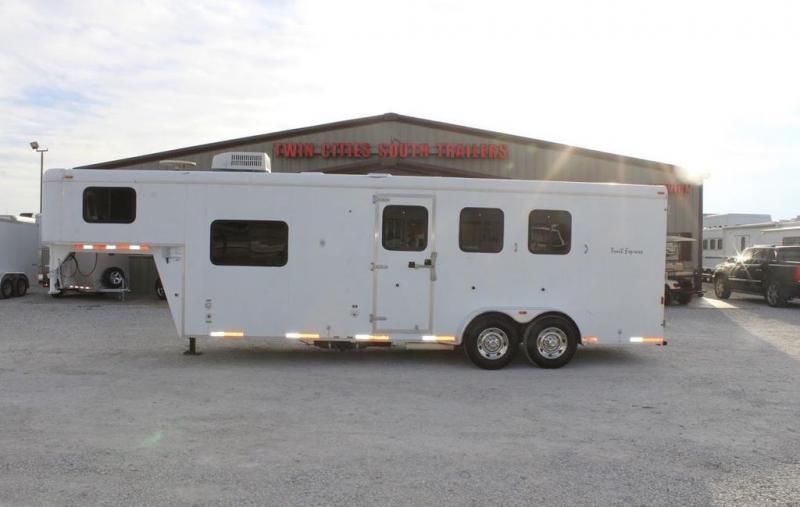 2007 Bison 3 horse slant gooseneck w/9' LQ