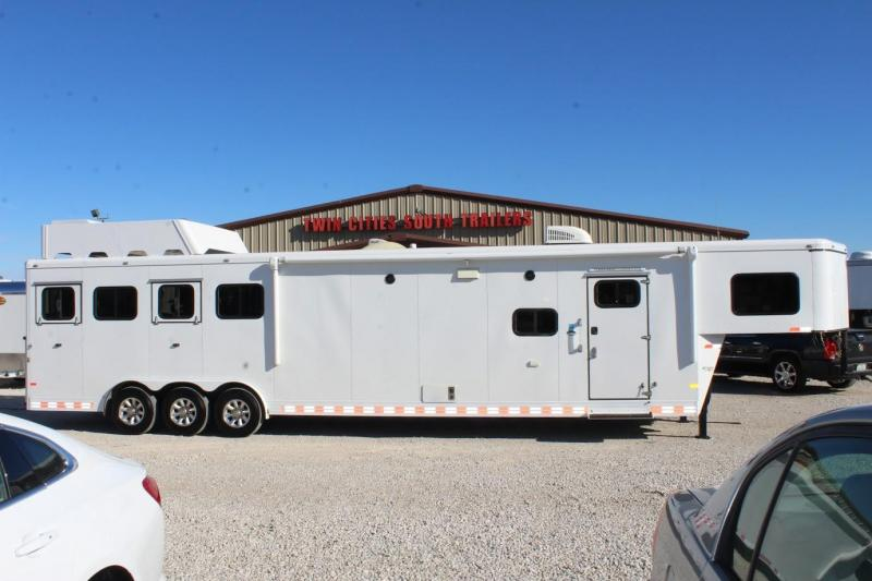 2016 Sundowner Trailers 16' Living Quarter Horse Trailer