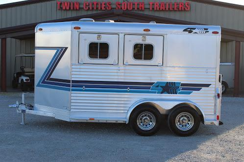 1999 4-Star Trailers dressing room Horse Trailer