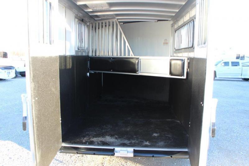 2019 Sundowner 3 horse slant bumper pull