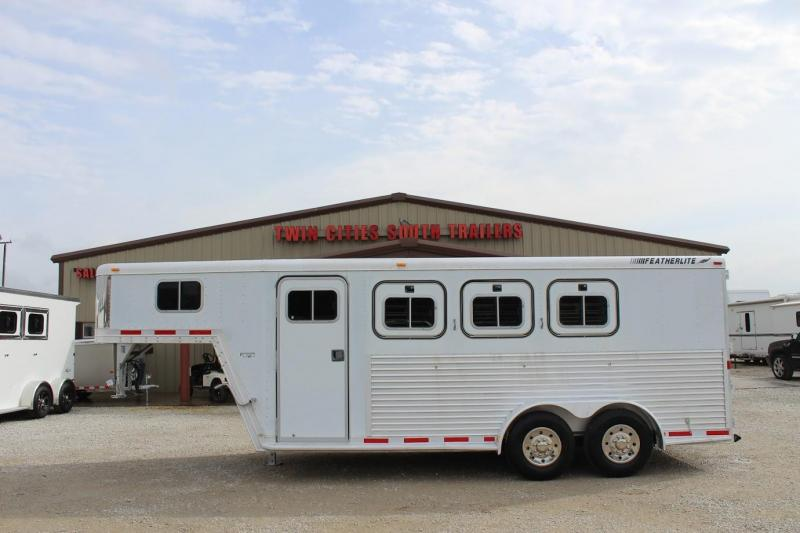2000 Featherlite dressing room Horse Trailer