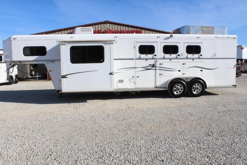 2009 Trails West 3 horse with 10' LQ with Slide Out