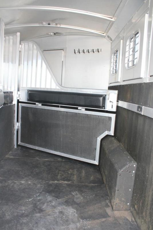 2003 4-Star Trailers Outlaw Living Quarter Horse Trailer
