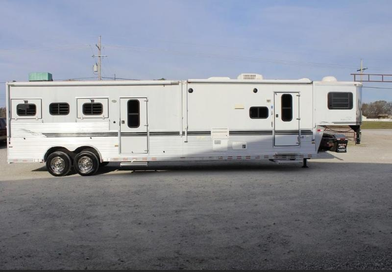 2004 Sundowner Trailers GRAND SIERRA Horse Trailer
