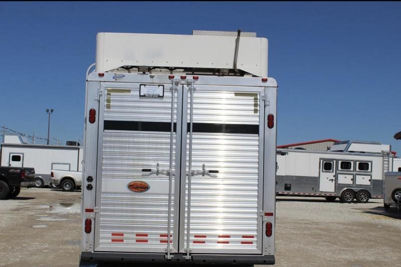 2006 Sundowner Trailers Living Quarter Livestock Trailer